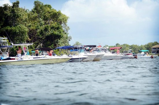 Boaters Enjoy The Shallows In Crystal River