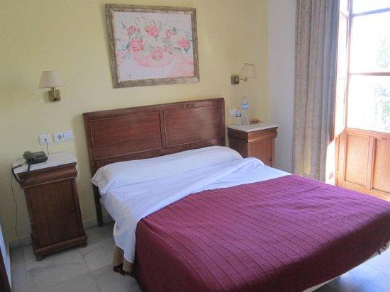 Hostal Puerta Carmona: room