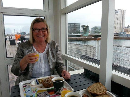 Hotel CPH Living : Morgenmad på dækket..