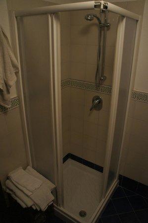 B&B Sweet Home: Bathroom in room