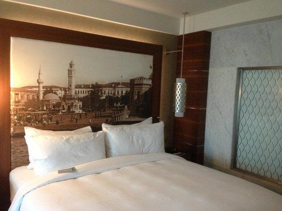 Renaissance Izmir Hotel : Zimmer groß und stylisch