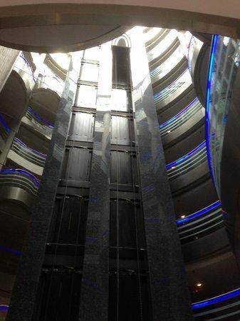 Renaissance Izmir Hotel : Lobby mit Aufzügen