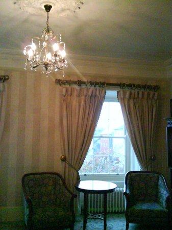 Hotel Meyrick: Chandelier