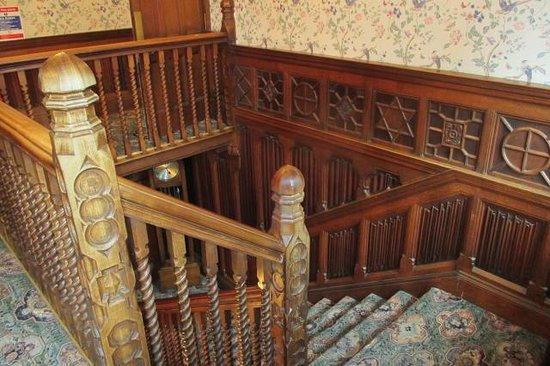 Lindors Country House Hotel: The staircase
