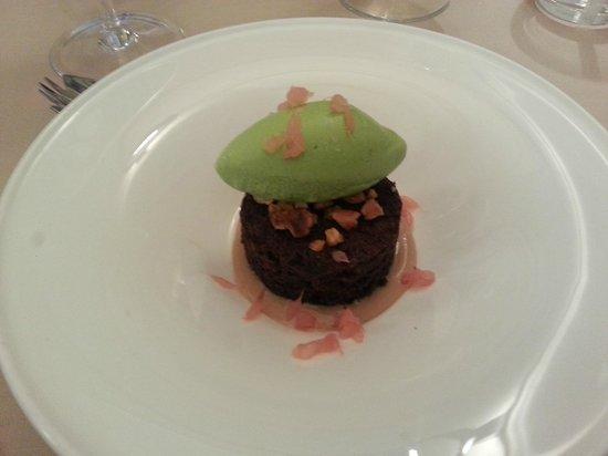 Ristorante d'O: cioccolato, nocciole, pompelmo e gelato alla lattuga