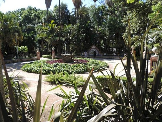 Parque de Malaga: Everything is green and beautiful