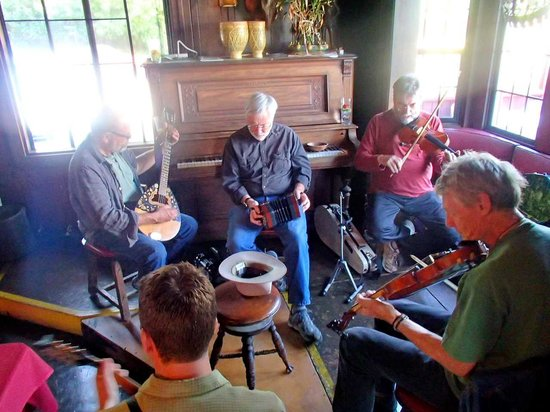 Vladimir's Czechoslovakian Restaurant: Musicians