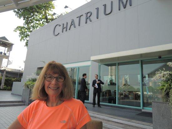 Chatrium Hotel Riverside Bangkok : Breakfast on the terrace.