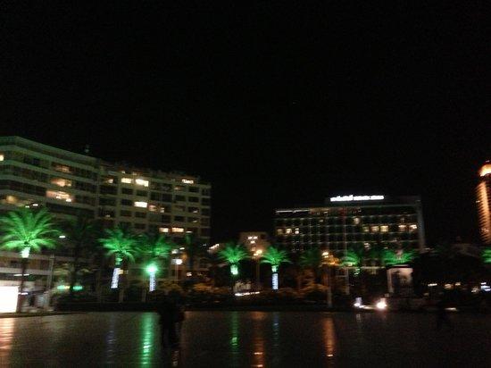 Renaissance Izmir Hotel: Lage super - Ganz nah an der Promenade