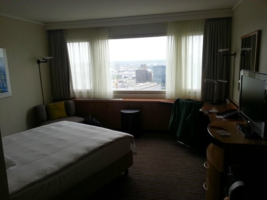 Swissotel Zurich : Room and east view from the window