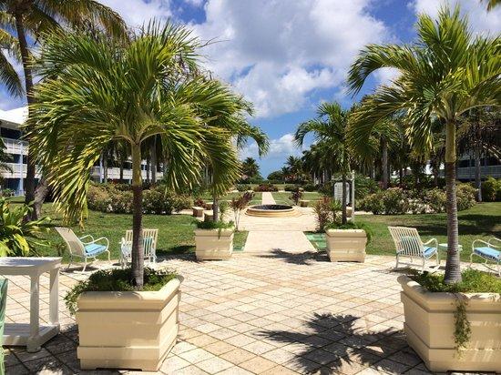 Hotel Riu Palace St Martin: Looking toward the beach from the lobby