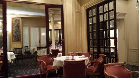 Hotel Saint Petersbourg : Uma das salas de café da manhã