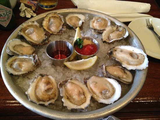 Pearlz Oyster Bar : Raw Oysters (the best)