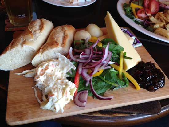 The Mermaid Inn: ploughman's