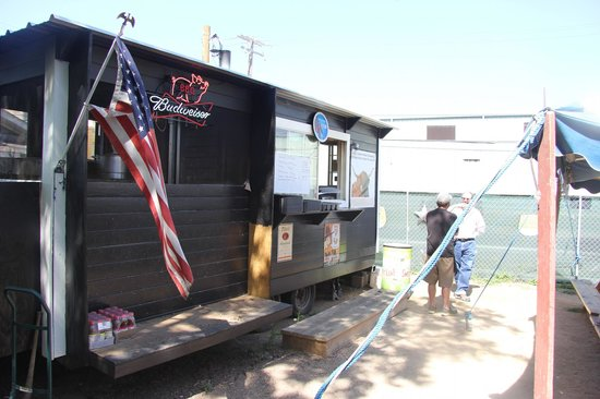 John Muellers BBQ: The Counter