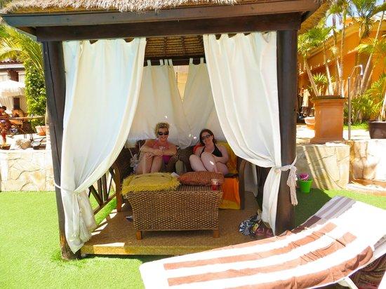 Green Garden Resort & Suites: shade