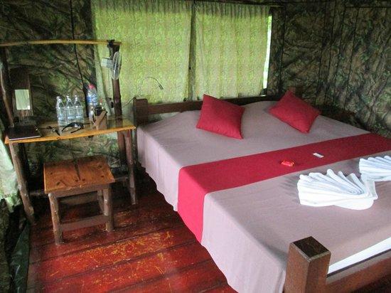 Tenta Nakara: Bungalow inside