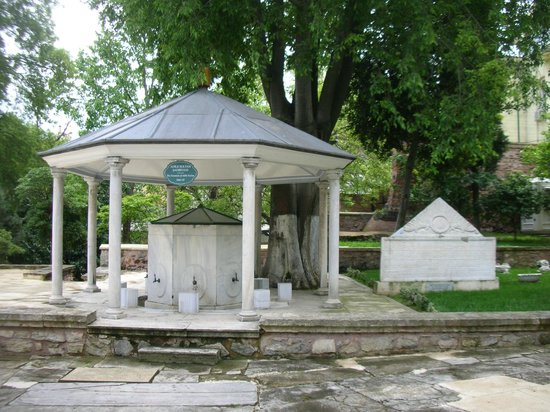 Divan Literature Museum (Divan Edebiyati Muzesi): Il cortile