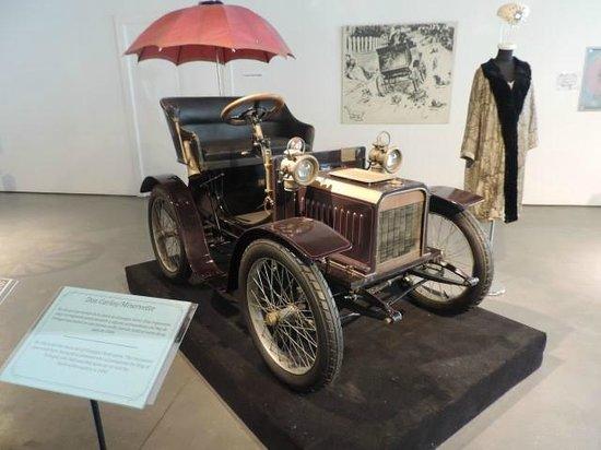 Museo Automovilistico y de la Moda: Where did he get these?