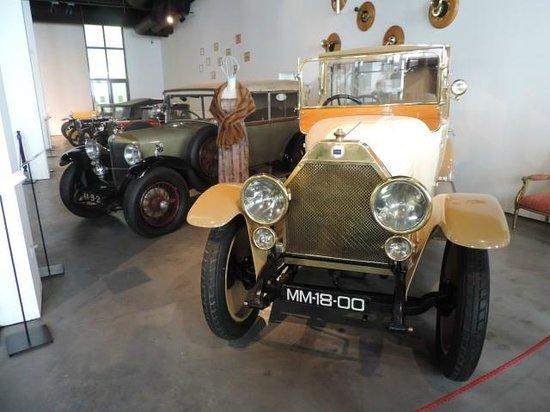 Museo Automovilistico y de la Moda: Automotive marriage to fashion