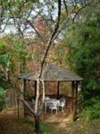 Lily Creek Lodge: The Gazebo in Spring/Summer