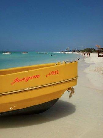 Aruba Marriott Resort & Stellaris Casino: View on beach