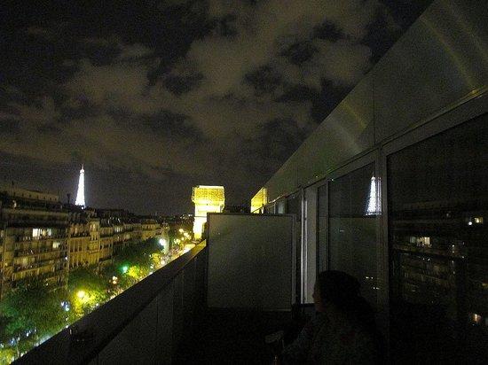 Renaissance Paris Arc de Triomphe Hotel: view to the right