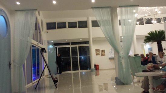 Karbel Hotel: Reception/lounge area