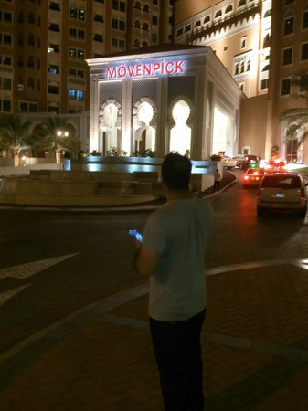 Movenpick Ibn Battuta Gate Hotel Dubai : View of the hotel front in the evening
