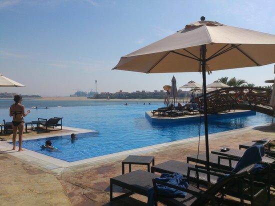 Movenpick Ibn Battuta Gate Hotel Dubai : Oceana Beach Club Pool