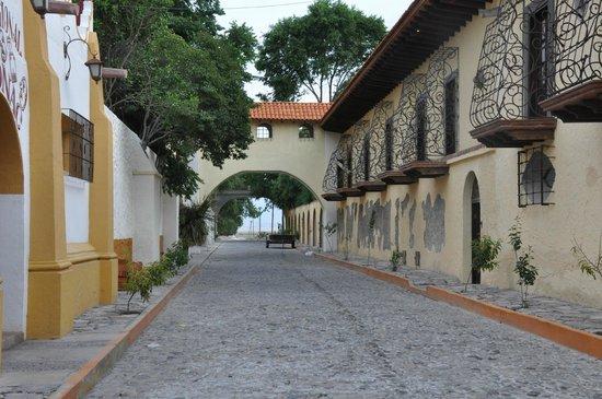Hacienda Tepetlcalli Hotel Museo & Spa 1870: Connecting the two parts