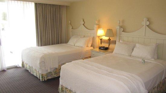 Pink Shell Beach Resort & Marina : Sanibel room