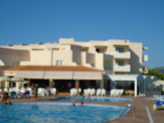 Invisa Hotel Club Cala Verde : Vista parcial desde la pileta
