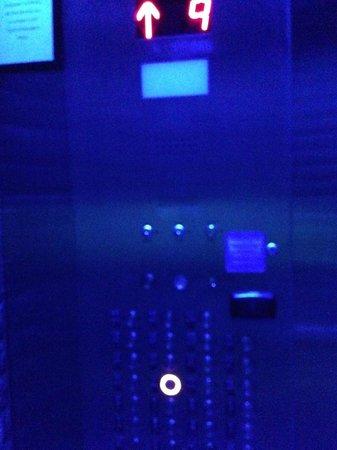 Aloft New York Brooklyn: Elevator