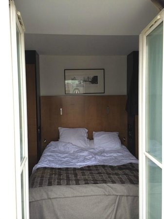 Hotel Montalembert : The view into the bedroom of room 82