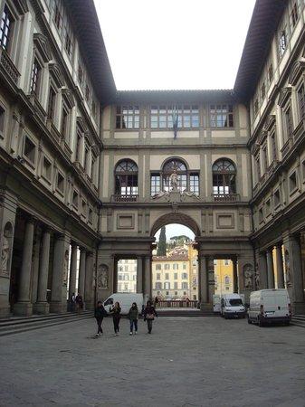 Galerie des Offices : Piazale del Uffizzi
