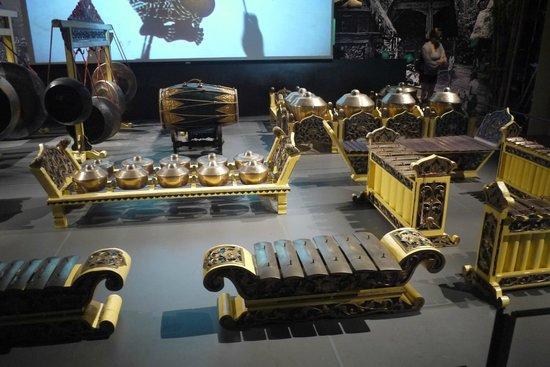 Museo de las Civilizaciones Asiáticas: Musical instruments