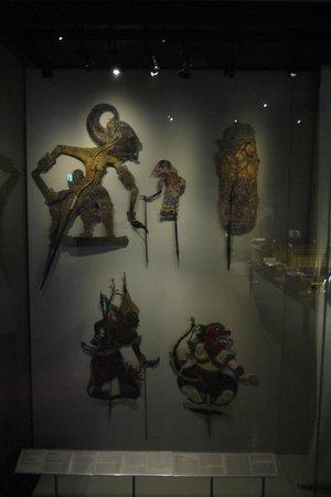 Museo de las Civilizaciones Asiáticas: shadow puppets