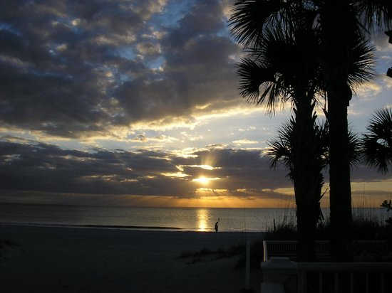 Barefoot Beach Resort: Sunset on Indian Rocks Beach, across the street from our units.