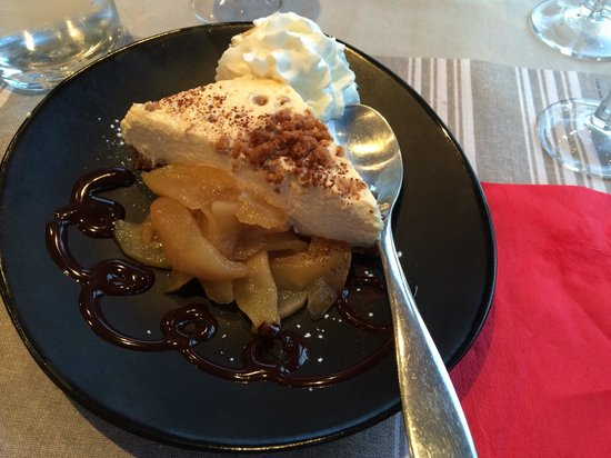 Restaurant Le Vauquelin : Speculous cheesecake with apples! Also the best whipped cream I've ever had!!!