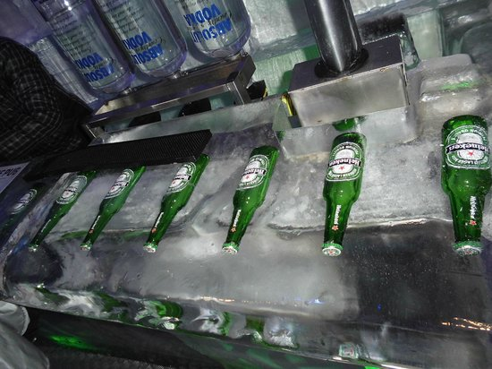 Ice Pub: bar