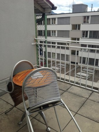 Hotel Kipling - Manotel Geneva : Back facing balcony on the 5th floor
