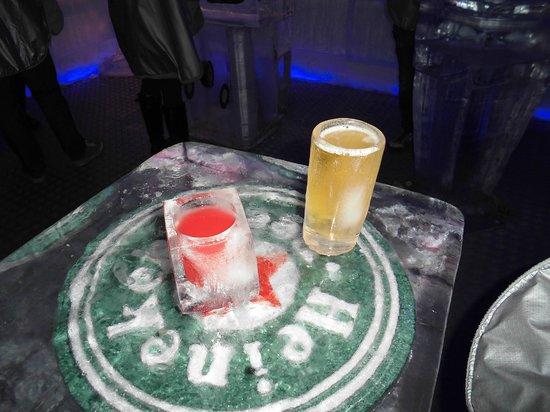 Ice Pub: verres en glace