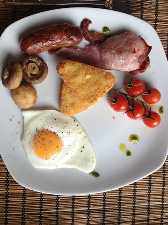 Bentinck Hotel: Full English (includes beans and toast as well) - Good value