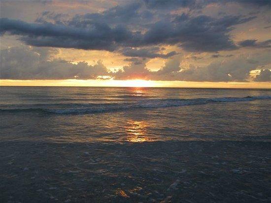 Barefoot Beach Resort: Indian Rocks Beach sunset