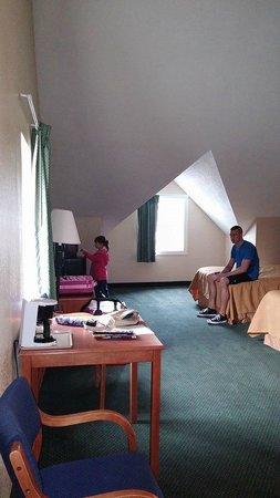 Econo Lodge Inn & Suites : SO spacious!