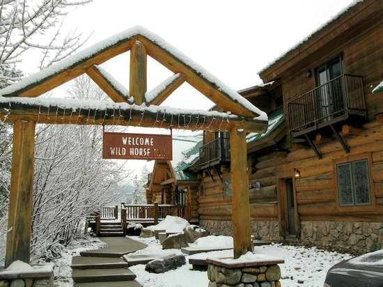 Wild Horse Inn : Front Entrance to main building