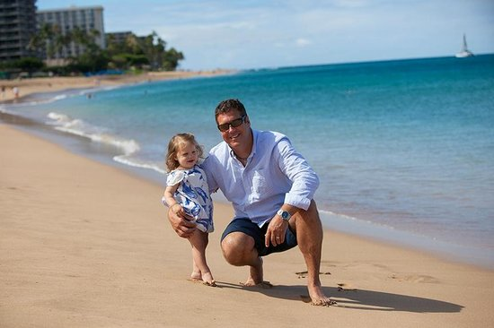 Sheraton Maui Resort & Spa : calm beach with just enough surf, the water is also turquoise by the Sheraton & clear too!