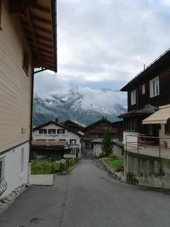 Eiger Guesthouse: The town of Murren
