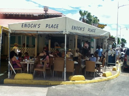 Enoch's Place: Love the outdoor seating..